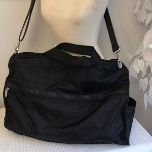 LeSportsac 20x14 Black like new duffel bag